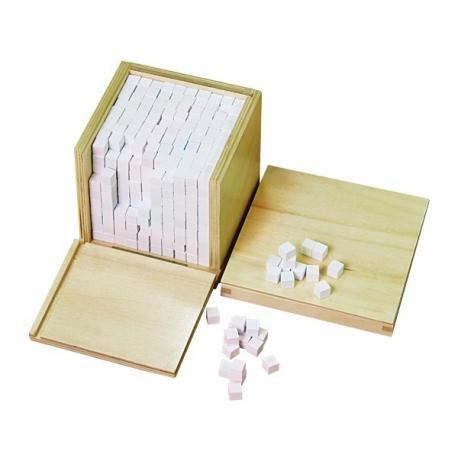 Cube de milles cubes en bois
