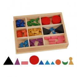 symboles grammaticaux basiques en bois avec boite