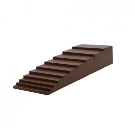 Escalier marron.