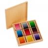 Troisième boîte de couleurs en bois.