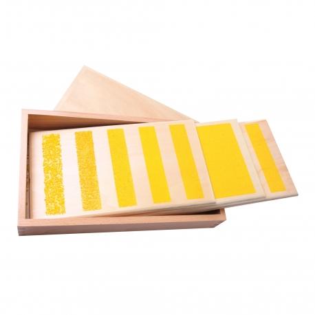 Boîte avec tablettes lisses et rugueuses